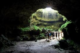 132270_Dominican Republic_Puerto PLata_Hikers in Cave_Thinkstock_87567219